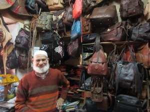 comerciant in bazarul din Casablanca
