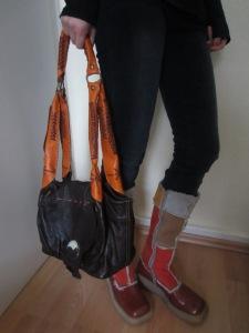 cizme cu lana de oaie,geanta din  piele Maroc