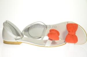 sandale albe cu curelusa