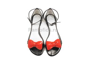 sandale-din-piele cu curelusa
